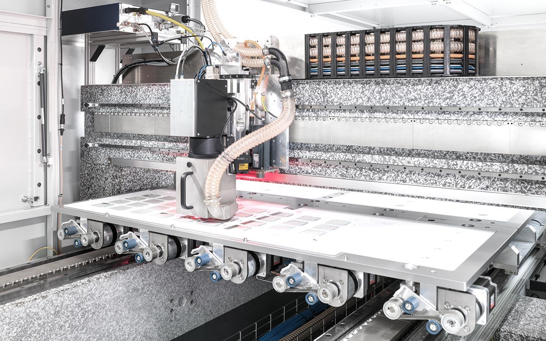 innolas-solutions-dimenso-lasersystem-glasscheiben-innen_02