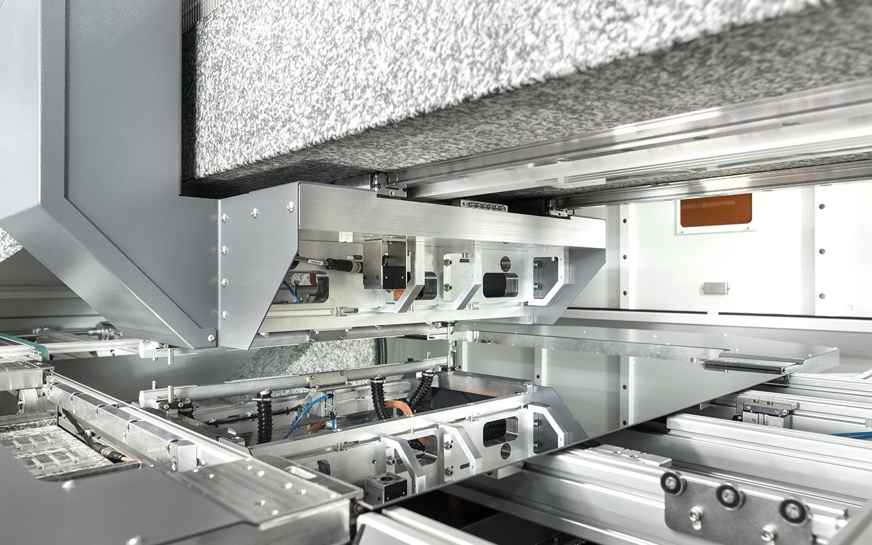 innolas-solutions-dimenso-lasersystem-glasscheiben-innen_03