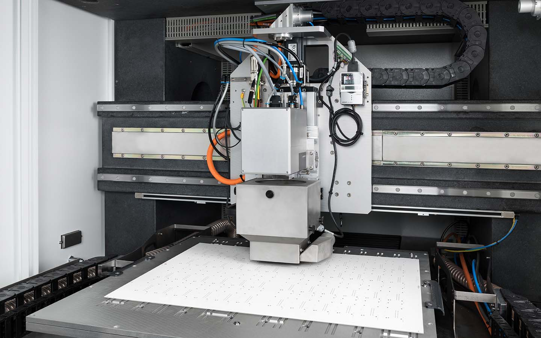 innolas-solutions-expego-lasermaschine-grosse-subtrate-01